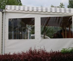 Terrasse de mobil-home bâchée
